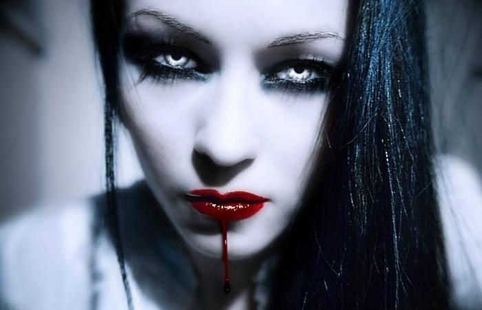 Женщина-вампир. | Фото: wallpapersxl.com.
