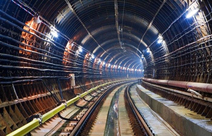 Тоннель современного метро. | Фото: sq.com.ua.