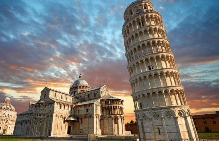 Знаменитая падающая башня в итальянском городе Пизе. | Фото: putujsigurno.rs
