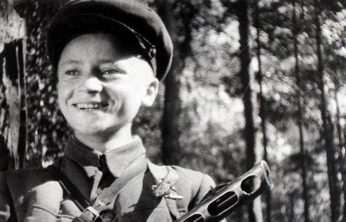 Юный партизан Володя Казначеев. | Фото: np.ks.ua.