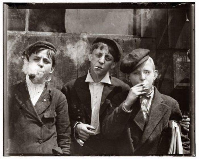 Подростки в нью-йоркском квартале дешевых притонов. Фото: pinterest.com.