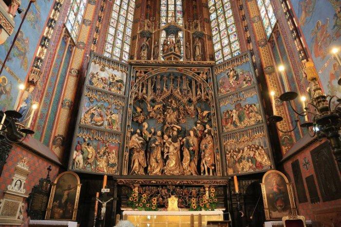 Алтарь Вита Ствоша в Мариацком костеле в Кракове. | Фото: drewno.pl.