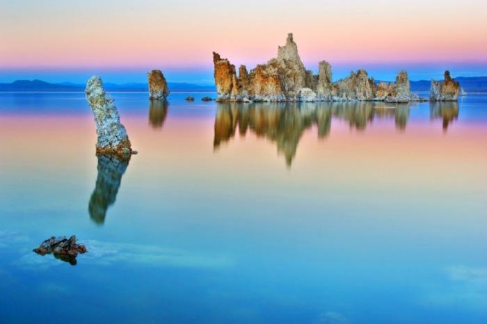 Суперсоленое озеро Моно создает чудеса. | Фото: amazingplacesonearth.com.