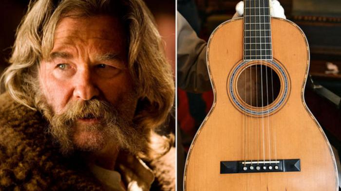 Актер Курт Рассел и раритетная гитара Martin 1870-х годов.