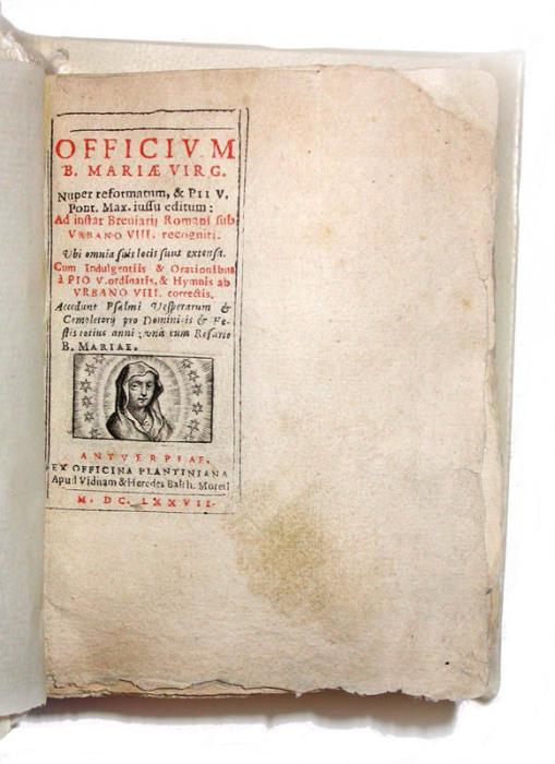 Религиозное издание Officium Beatae Mariae Virginis 1677 года, у которого издатель не успел обрезать «лишние» края страниц.