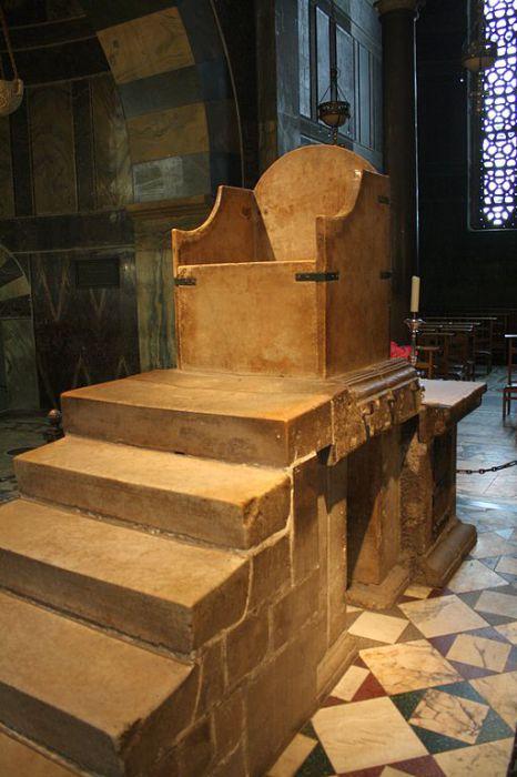 Престол Карла Великого в соборе города Ахен. | Фото: en.wikipedia.org.