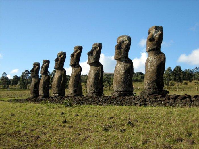 Аху Акиви - священне місце жителів острова Пасхи. | Фото: en.wikipedia.org.