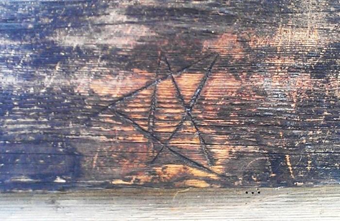Пентаграмма, выцарапанная в фермерском доме в Финляндии. | Фото: en.wikipedia.org.