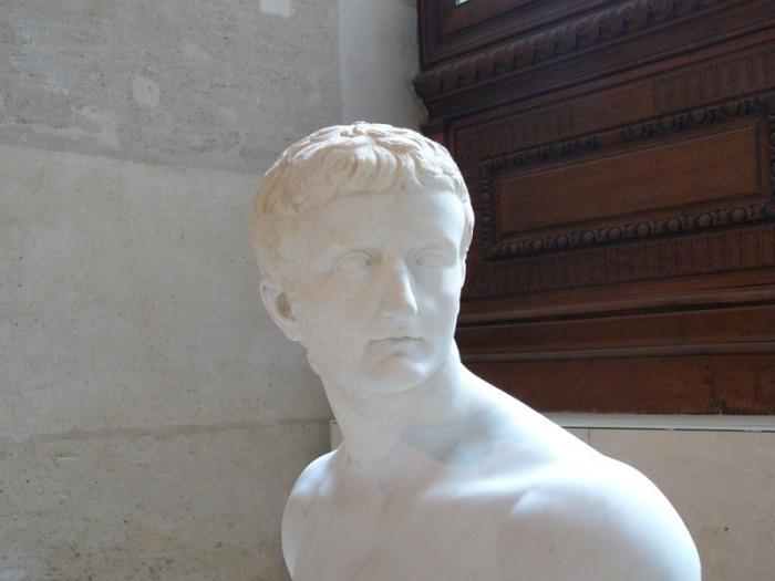 Бюст императора Тиберия в Лувре. | Фото: flickr.com.