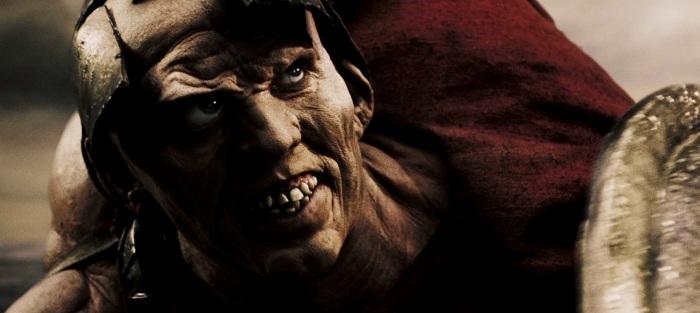 Эсфиальт – грек, предавший своих соотечественников персам. Кадр из фильма «300 спартанцев» 2006 года.   Фото: kinopediya.ru.