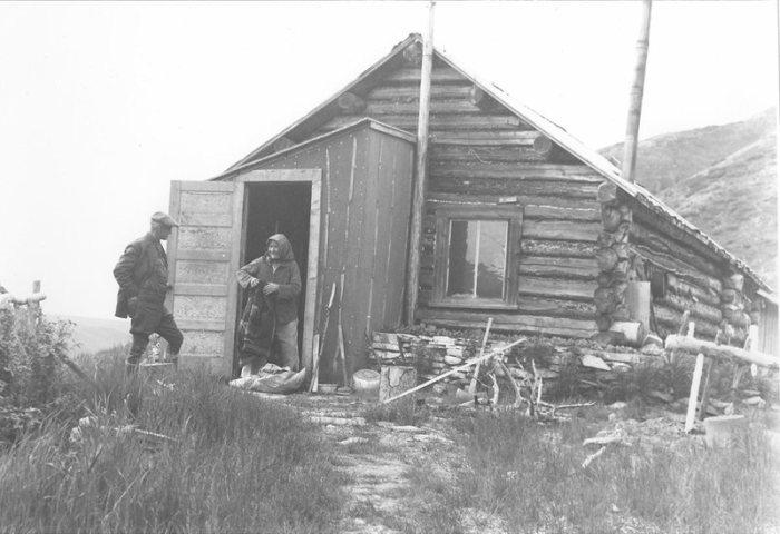Фэнни Квигли около ее дома, 1939 год. | Фото: atlasobscura.com.