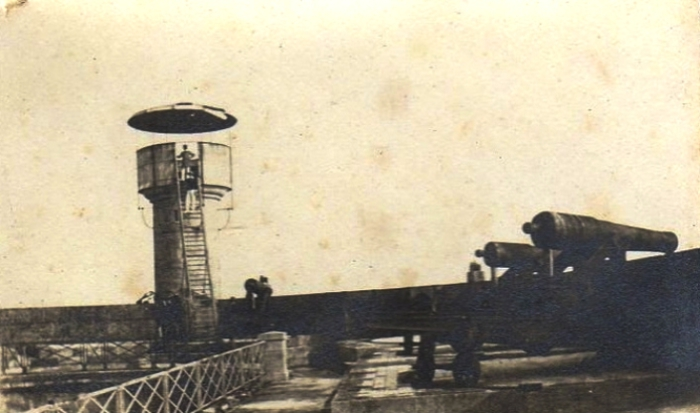 Орудия форта Бойар на верхней террасе. | Фото: fan-fortboyard.fr.