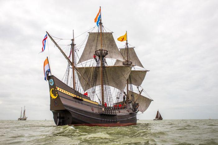 Реконструкция судна Голландской Ост-Индской компании Halve Maen. | Фото: youmedemblik.nl.