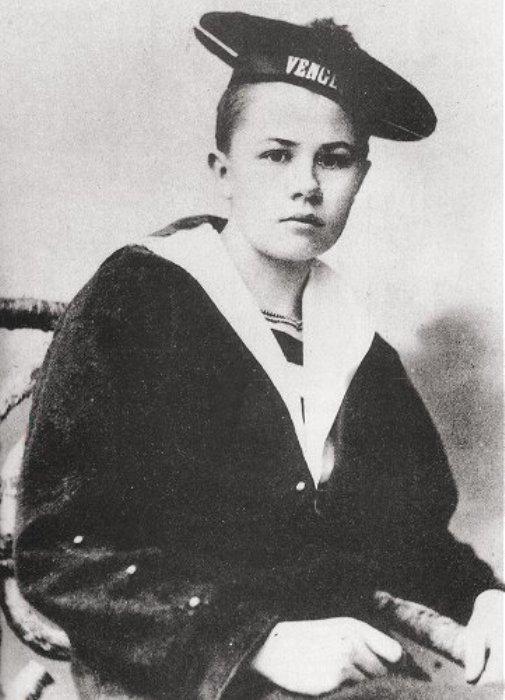 Изабель Эберхард, переодетая подростком, в матросской форме.   Фото: en.wikipedia.org.