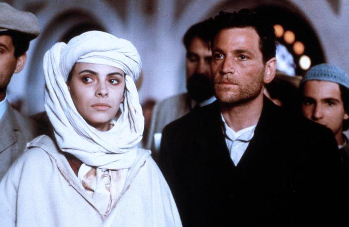 Изабель Эберхард и ее муж. Кадры из биографического фильма 1991 года.   Фото: cinema.de.
