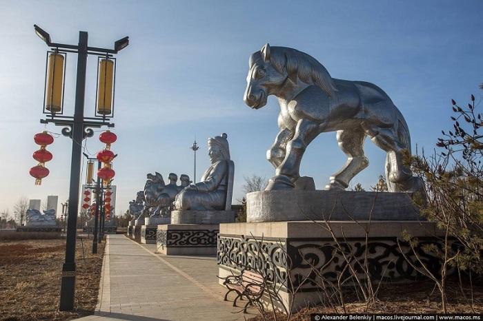 Главный парк украшен многочисленным скульптурами. | Фото: macos.livejournal.com.