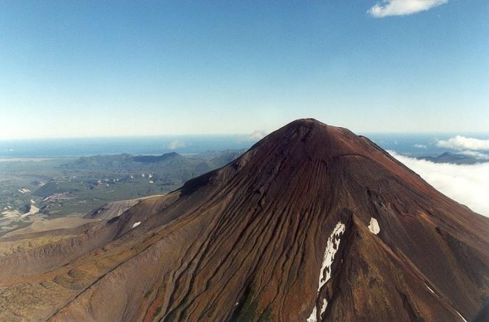 Вулкан на Курильских островах.   Фото: commons.wikimedia.org.