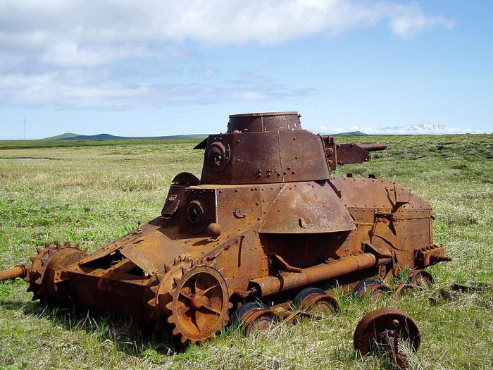 Ржавый японский танк «Чи-ха» на острове Шумшу.   Фото: istorya.ru.