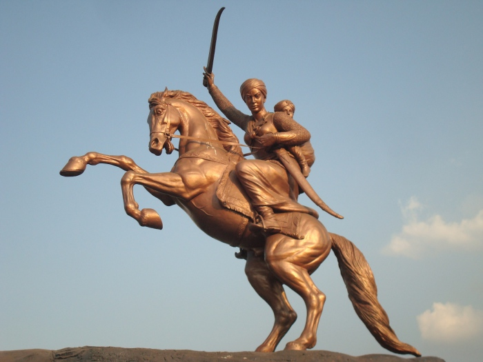 Статуя верховой Лакшми Баи. Солапур, Индия.   Фото: fscclub.com.
