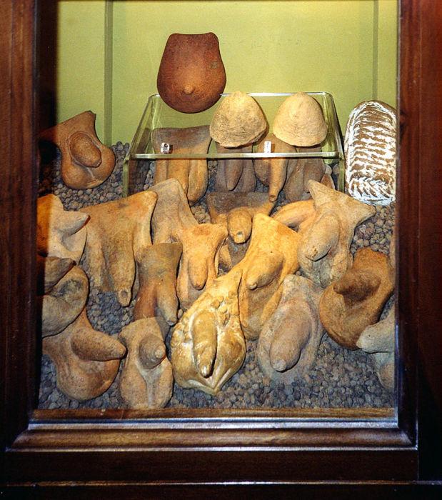Фаллические символы из Помпей в Секретном кабинете. | Фото: ru.wikipedia.org.