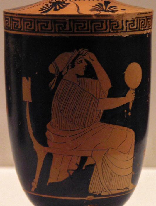 Сидящая женщина держит зеркало. Древнегреческий лекиф, около 470-460 гг. до н.э. | Фото: en.wikipedia.org.