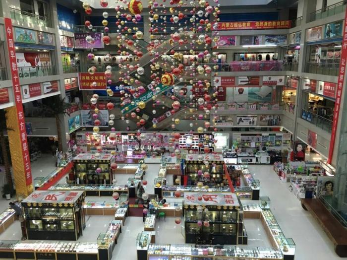 Пустой торговый центр. | Фото: forbes.com.
