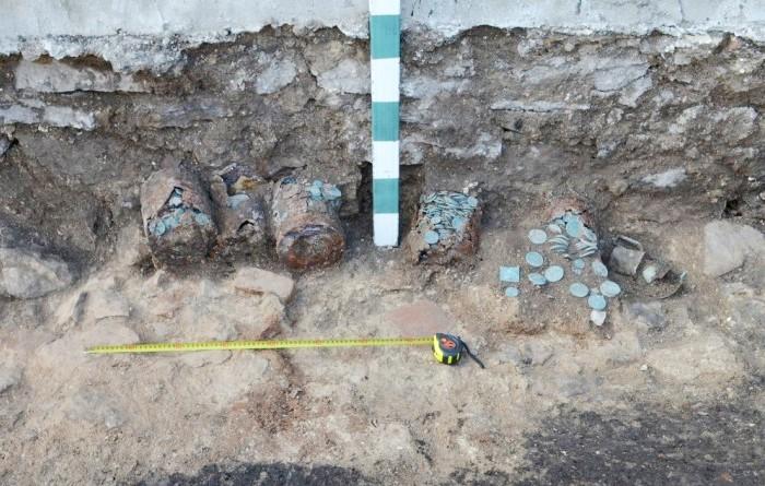 Клад, найденный в Пскове. | Фото: matveychev-oleg.livejournal.com.