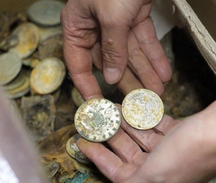 Серебряные российские монеты из клада Плюшкина. | Фото: matveychev-oleg.livejournal.com.