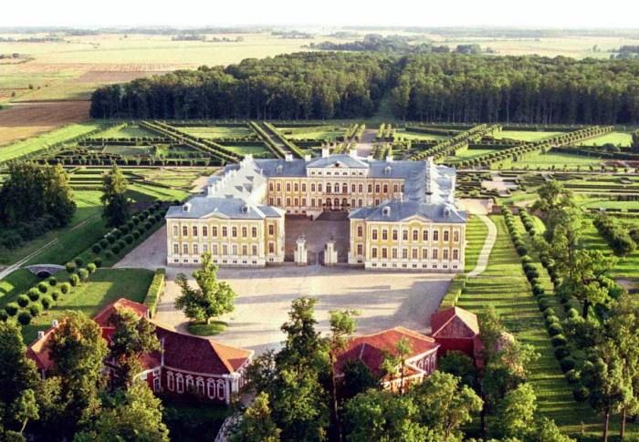 Рундальский дворец – летняя резиденция Э.И. Бирона. | Фото: pdps.lv.