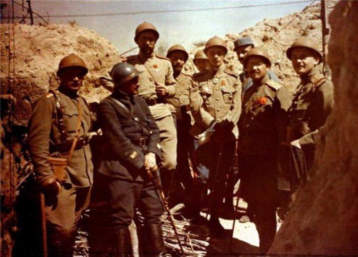 Офицеры экспедиционного корпуса Русской армии во Франции, лето 1916 года. | Фото: en.wikipedia.org.