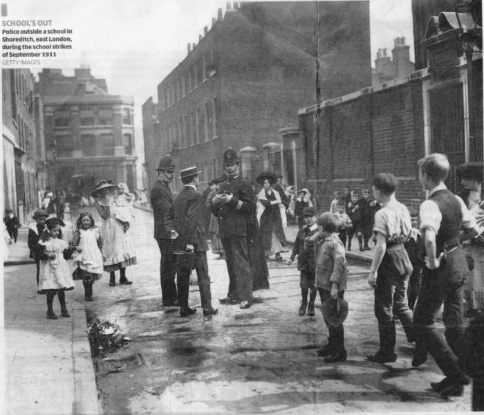 Констебли полиции на улицах Шордича, восточный Лондон, 1911 год. | Фото: libcom.org.