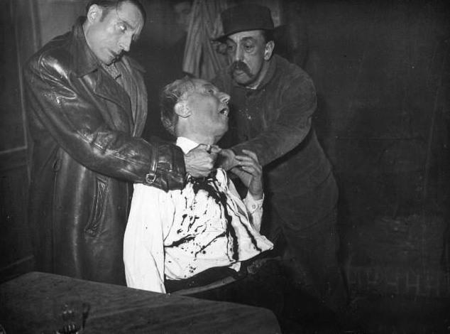 В «Гран-Гиньоле» можно было увидеть, как тихой ночью кого-то зверски убивают, постановка 1937 года. | Фото: commons.wikimedia.org.