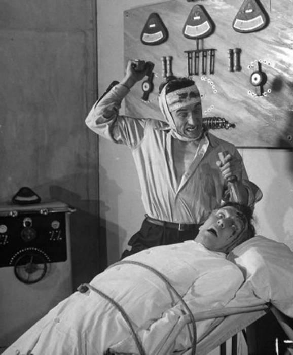 Безумный доктор за работой. | Фото: viralnova.com.
