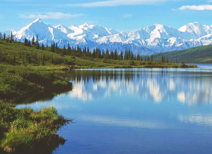 Вид на озеро Вондер Лейк в национальном парке Денали (Аляска). | Фото: ru.wikipedia.org.