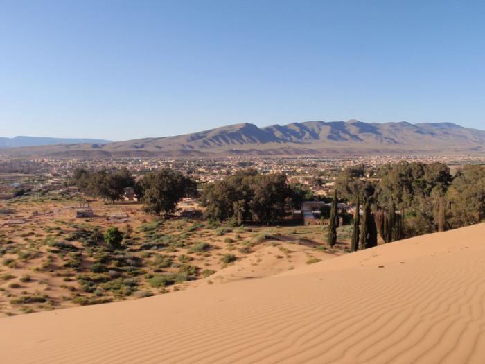Айн Сефра, алжирская деревня у подножия Атласских гор, где утонула Изабель Эберхард.   Фото: flickr.com.