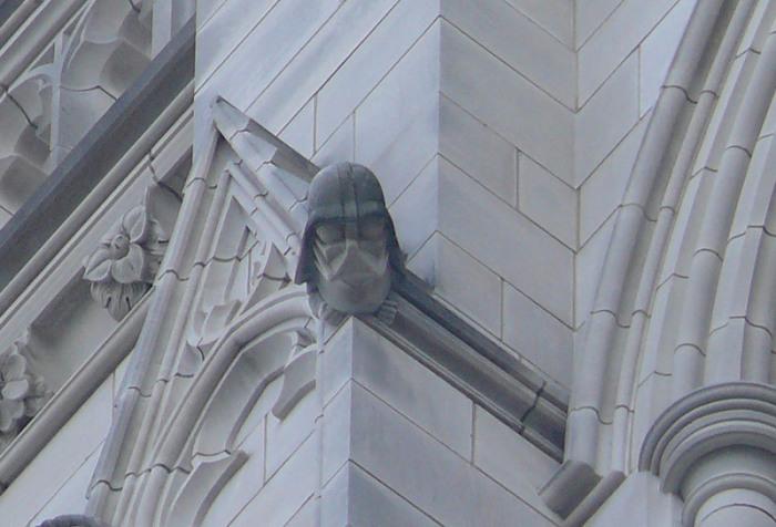 Гротескный Дарт Вейдер на северо-западной башне Вашингтонского кафедрального собора. | Фото: commons.wikimedia.org.
