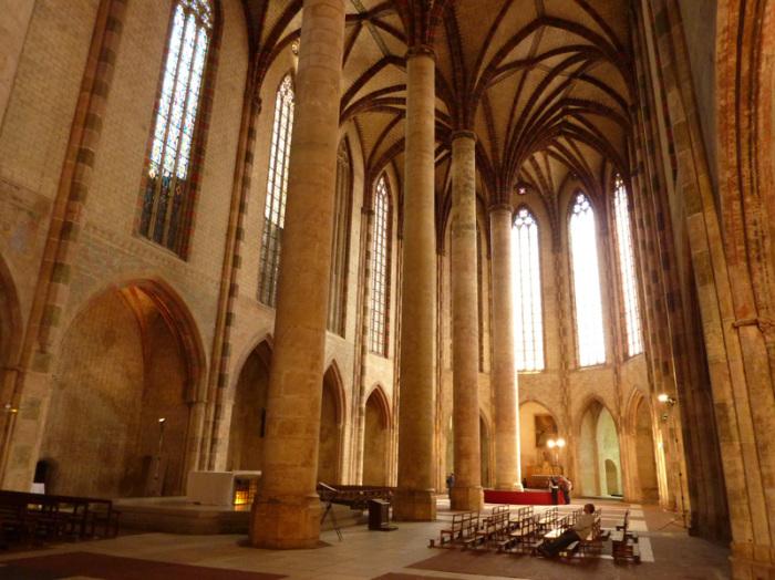 Внутренний зал церкви якобинцев. | Фото: nostradamvs.livejournal.com.