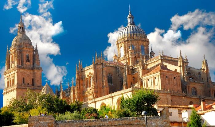 Новый кафедральный собор в Саламанке несет черты поздней готики и барокко. | Фото: wikiwand.com.
