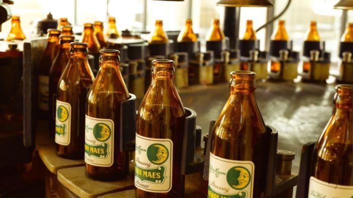Линия по разливу пива. | Фото: edition.cnn.com.