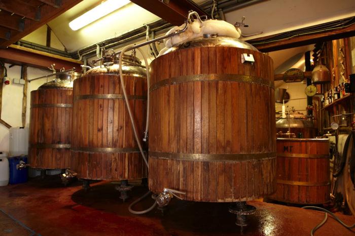 Бочки в пивоварне. | Фото: virginexperiencedays.co.uk.