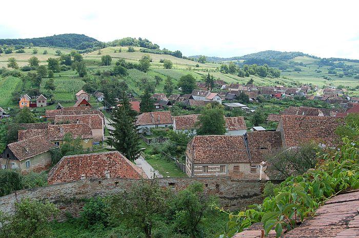 Средневековые домики Бьертана утопают в зелени. | Фото: beel-online.com.