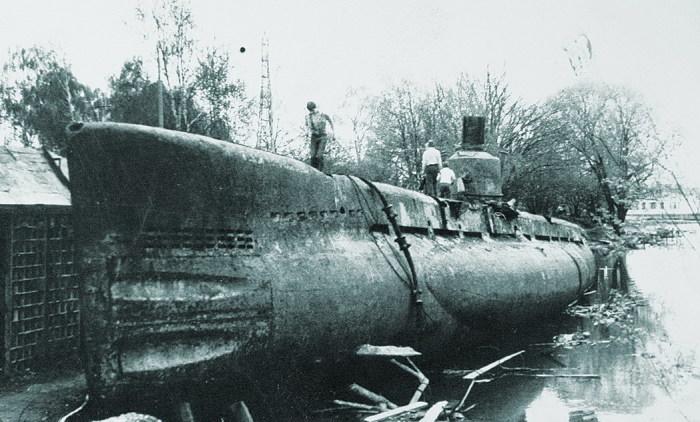 Подводная лодка проекта 615 в Химкинском водохранилище. | Фото: forums.airbase.ru.