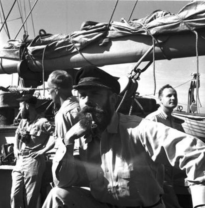 Американский ученый Дин Бампус на борту исследовательского судна RV Atlantis. | Фото: capeandislands.org.