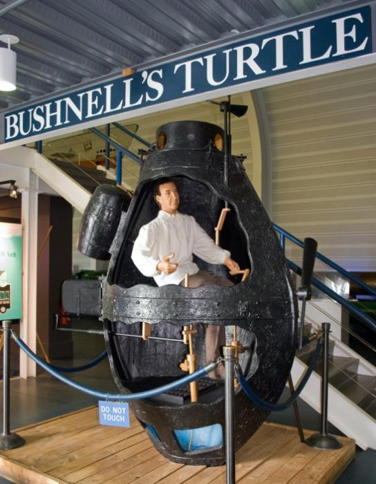 Полноразмерный макет «Черепахи» Бушнелла в Музее подводных сил ВМС США. | Фото: en.wikipedia.org.
