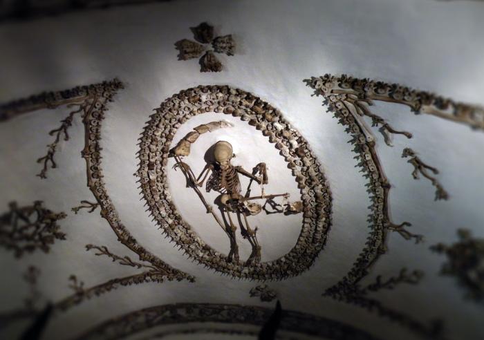 Смерть с весами. Фрагмент украшения церкви Санта-Мария-делла-Кончеционе. | Фото: scisne.net.