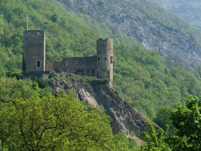 Развалины замка Сен-Савер, Франция. Фото: detours-pyreneens.com.