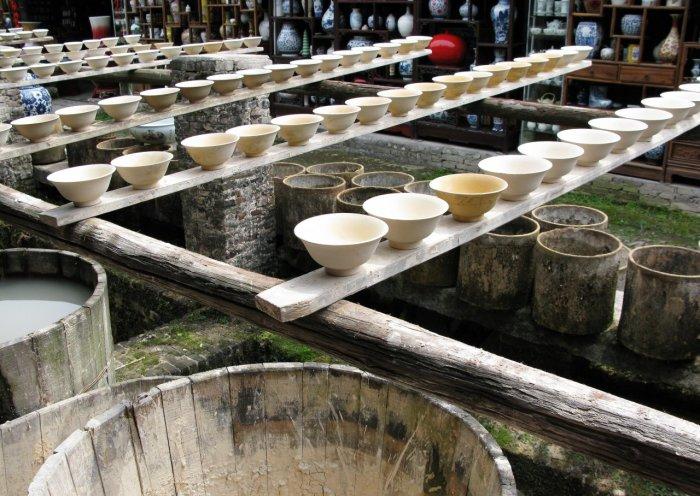 Изготовление фарфоровой посуды в современном Цзиндэчжэне. | Фото: ru.gbtimes.com.