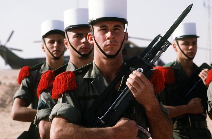 Почетный караул 2-го пехотного иностранного полка. | Фото:  en.wikipedia.org.