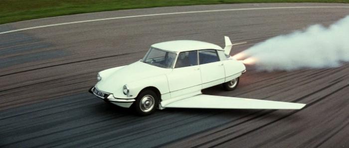 Летающий автомобиль Citroёn DS, появившийся в фильме «Фантомас разбушевался». | Фото: yaplakal.com.