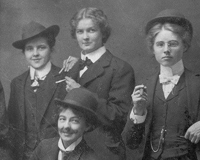 Групповой портрет женщин, одетых в мужские костюмы, 1896 год. | Фото: radikal.ru.